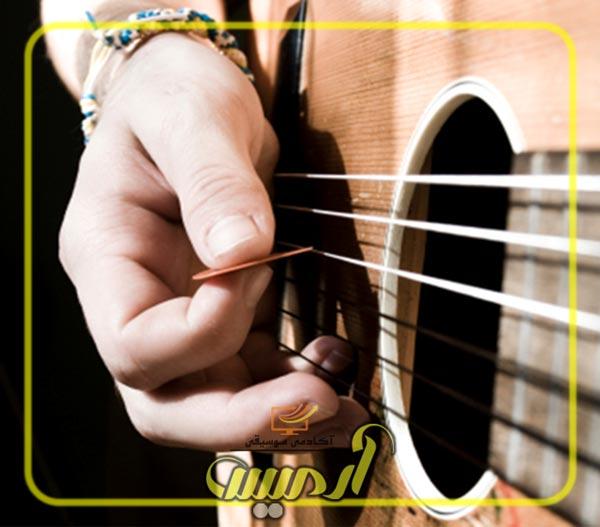 تمرین دست راست گیتار با مضراب